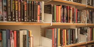 """""""Läshungrig Margareta""""  hyllar bibliotekarierna på Norbergs bibliotek i insändaren."""