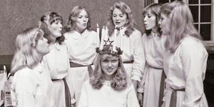 Vesna Jovic blev Arbogas lucia 1979. Här ses hon omgiven av sina tärnor.
