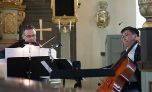 Kvartettens djupa instrument spelas av Patrik Eriksson, viola, och Bekhbat Tsagaanchuluun,  cello.