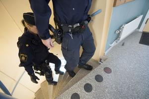 Polisyrket är ibland farofyllt med en arbetsmiljö som lämnar mycket övrigt att önska. Tommy Sjöstrand (L) arbetar för att den ska bli drägligare.