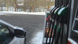 Ett dråpslag mot Sveriges landsbygd, skriver Carl-Oskar Bohlin och Ann-Britt Åsebol om den höjda bränsleskatten.