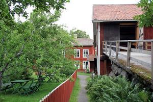 I sommar har logen på Erik Anders blivit konstgalleri.