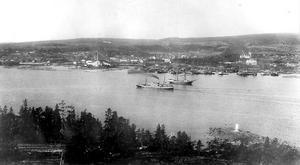 Vy över Skönsmon och Sundsvallsfjärden någon gång i början av 1900-talet. Bilden tagen från Tjuvholmen. Kubikenborg var ett av Sundsvallsområdets stora sågverkssamhällen. Bild: ST:s arkiv