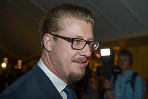 Sverigedemokraten Linus Bylund är en av de politiker som beskyller Public Service för att vara vänstervridet. Han går så långt att han hävdar att