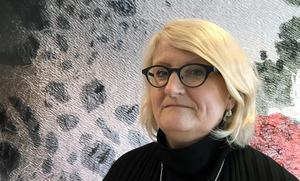 Brit Stakston är författare och mediestrateg och själv aktiv på Internet sedan 1994. Hon är också vd för reportagesajten Blankspot project, som satsar på en publikfinansierad journalistik.