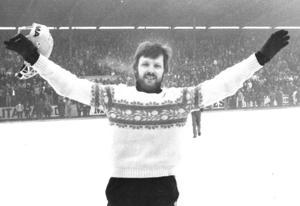 Lennart Westman jublar efter SM-finalen 1977, där han blev utsedd till matchens bäste spelare.