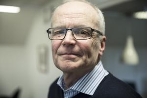 Hårda besparningar i Malung. Presskonferens. Sten-Inge Eriksson, personalchef i Malung-Sälens kommun