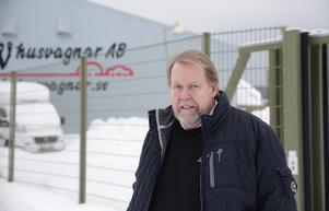 Istället för att bygga för miljonbelopp ut väljer Leif Wirén, LW Husvagnar, att utnyttja sitt stora tält till säljyta.