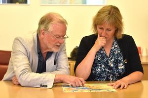 Lennart Sohlberg (S) och Anna Hed (C) reflekterar över området Saxviken.
