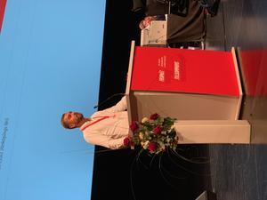 Sarkis Khatchadourian, ordförande för SSU Södertälje, i talarstolen.