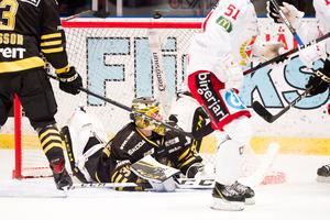 Erik Källgren fick se sitt AIK blir besegrat efter straffläggning. Foto: Bildbyrån