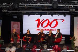 Jonas Hasselqvist (Dala-Demokraten), Malin Ragnegård, (Kommunal), Göran Greider (Dala-Demokraten), Berit Högman (S-riksdagsledamot) och Per Bowallius (Mittmedia) samtalade om hur ett ändrat presstöd kan påverka Dala-Demokraten.