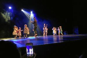 Musikskolans dansgrupper bjöd på rejäl show när de samlade till terminssavslutning på Stadsteatern.