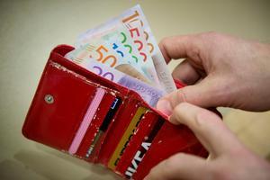 Pengar ska inte styra demokratin. Foto: TT-