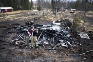 Branden startade i en gräsklippare som stod i uthuset.