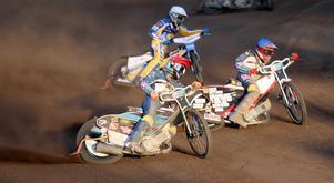 Vadim Tarasenko och Oskar Fajfer på väg mot en femetta i matchen mot Vetlanda.