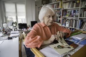 Illustratören Ilon Wikland fotograferad i sin lägenhet och ateljé i Stockholm. Hon har illustrerat flera av Astrid Lindgrens barnböcker.Foto: Martina Holmberg