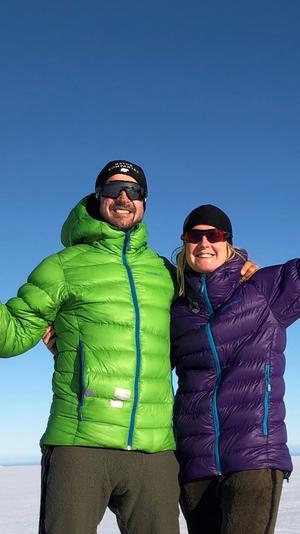 Mats Svensson och Frida Albertsson klarade av att ta sig 60 mil på skidor över Grönlands is. De ägnar sin lediga tid åt äventyr och har inga planer på att slå sig ner. Mats jobbar som dykare åt försvaret i Karlskrona, medan Frida föredrar att bo i det norrländska klimatet. Privat bild.