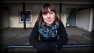 Ellen Tejle utanför Hullsta Gård i Sollefteå, där hon nyligen föreläste. I dag arbetar hon som vd på Fanzingo.