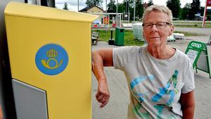 Gudrun Fanqvist arbetade under en tid som postentreprenör i Torpshammar. Numera tvingas bygdens folk åka en dryg mil till Fränsta för att hämta ut paket.