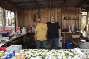 Karin och Margareta Berg är klippor i serveringen.