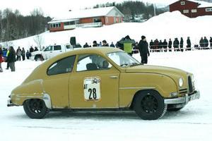 En Saab med tvåtaktsmotor och självmordsdörrar