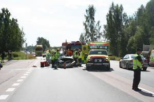 Allvarlig olycka. Köerna på riksväg 70 blev kilometerlånga medan polisen dirigerade trafiken förbi olycksplatsen. Foto:TorbjörnWåhlin