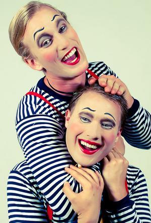 I föreställningen finns sex clowner, två av dem är Magnus Karlsson, stående, från Föne och Ted Branteryd från Gävle.