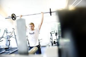 Mattias Ekholm lämnade NHL och Nashville efter två matcher i höstas. Nu laddar han för revansch – på gymmet hemma i Rättvik.