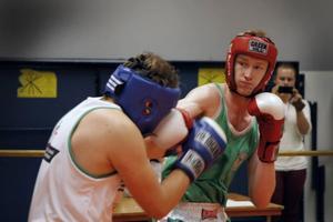 Simon Dellesjö fick 25 poäng, liksom sin motståndare Melker Thorsén, Timrå, i lördagemns diplomboxning i Östersund-