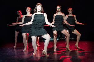 """Examensarbete. """"...and now I'm fabulous!"""" Carin hade själv bestämt vad programmet skulle innehålla. Hon blev inspirerad av musikalen Chicago. Foto: Harald Nilsson"""