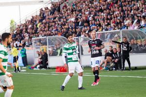 Karwan Safari gjorde tionde målet för säsongen. Det räckte inte när VSK torskade igen, den här gången mot Carlstad United (1–2).