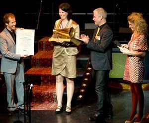 Glada vinnare vid Guldstänkgalan. Konferencier var Christin Meltzer. FOTO: PER G NORÉN