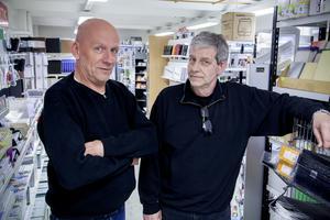 Nya ägaren Jim Thunberg, tv. och Michael Sandqvist som säljer företaget  Alrik Hedlund.