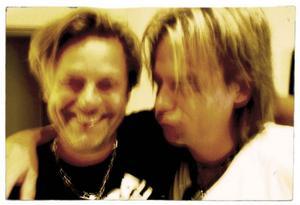 """Niclas Wahlgren var vän med numera bortgångne Hasse Carlsson, Noices originalsångare. På skivan lyfter han låten """"Kan inte leva utan pop"""" till nya höjder."""