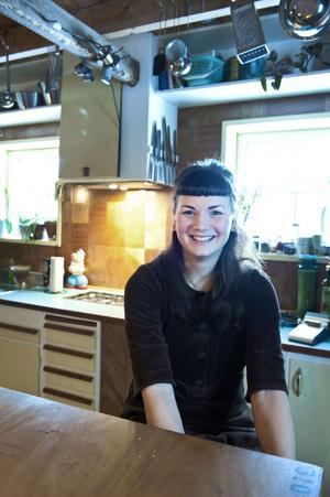 I bakgrunden syns en knivlist: En gåva från en vän, och det enda nya från Ikea du kan hitta hemma hos Sara.