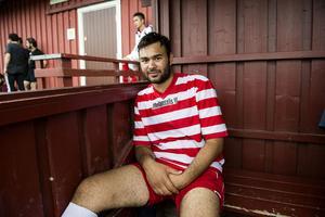 Ashraf Kasem spelar för Mellansels IF:s lag för asylsökande