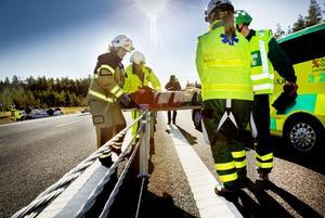 Vajerräcket skyddar för mötande trafik, men kan också ställa till problem i samband med räddningsinsatser vid trafikolyckor.