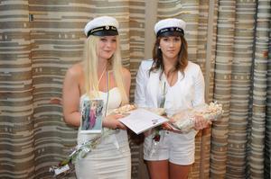 Johanna Eriksson och Tabita Holmkvist belönades för att de hade bästa avgångsbetyg på estetiska programmet.