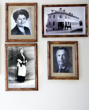 På väggen i fabriken hänger gamla fotografier på Christers mormor och morfar som i början av 1900-talet ägde Speceriaffären Carl Lindvalls på Fredsgatan på Södermalm i Sundsvall. Margareth fick sitt porträtt taget på Stenstansdagarna för några år sedan.