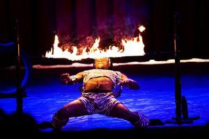 Gruppen Zuma-Zuma bjöd på afrikansk akrobatik och eldshow