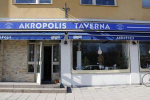 Akropolis Taverna lever vidare.