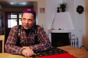 För ett år sedan bosatte sig Christer Lundin och hans hustru permanent i Börtnan. Christer, som har företag i Harmånger, försöker att sköta affärerna i så stor utsträckning som möjligt från Börtnan.