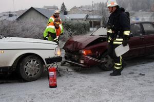 Det var vid korsningen Hällgumsgatan - Finnmarksvägen i Kramfors som de två bilarna kolliderade.