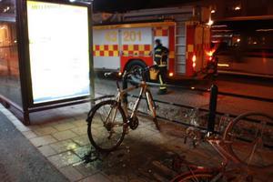 Brandmän fick rycka ut för att släcka eld på en cykel.