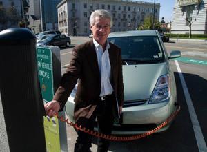 Bob Hayden på San Franciscos miljödepartement laddar batterierna.  Foto: Carl Undéhn
