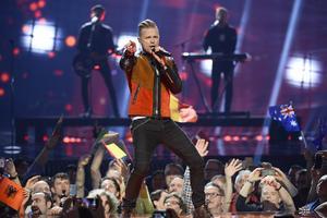 Irlands Nicky Byrne framför bidraget Sunlight.