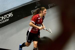 Therése Karlsson dundrade in sex mål(!) i den avgörande semifinalen mot Täby. Håller superformen i sig?