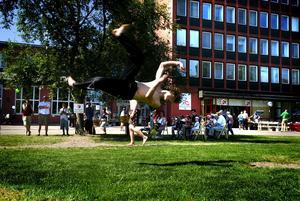 Måns Rudfeldt från gruppen Kickbox visade luftkonster.