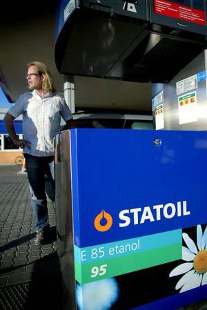 Prishöjningen på etanol gör att den som endast ser till priset just nu tjänar på att välja bensin.